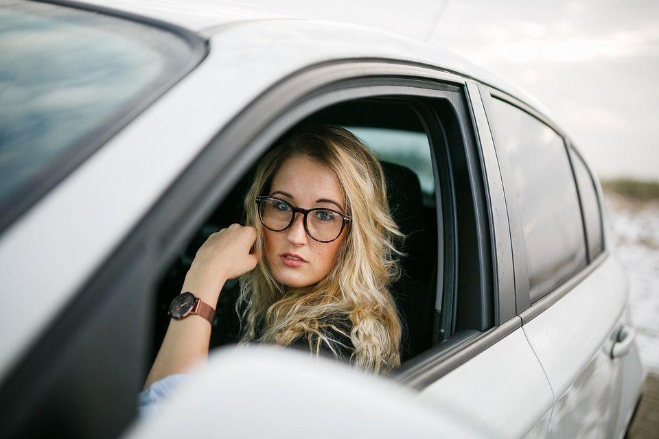 Requisitos para determinar quién puede conducir un coche de renting