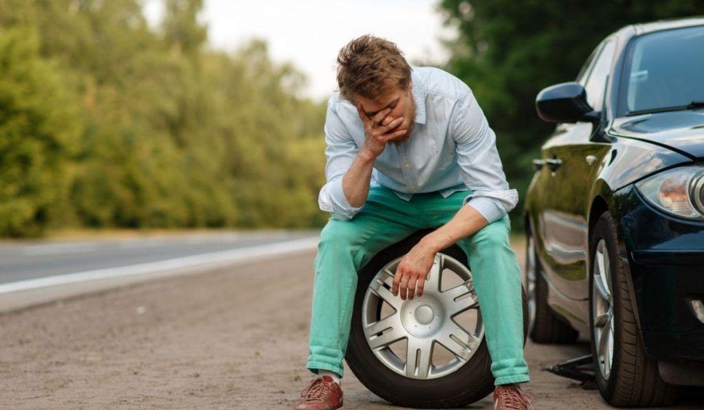 ¿Dónde puedo sustituir los neumáticos de un vehículo?